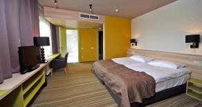 Karavella, viesnīca